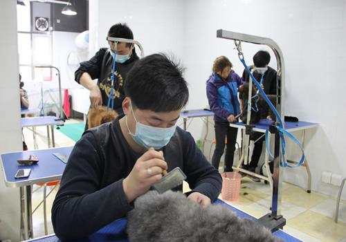 王金龙同学正在学习中