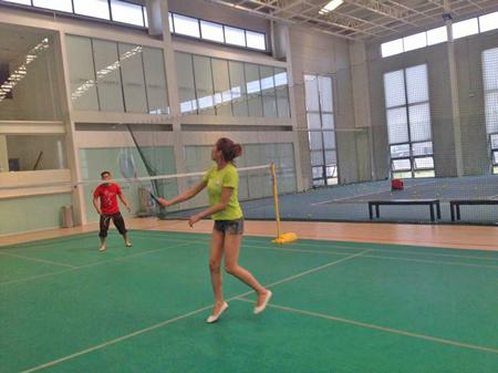 圣宠学员能在打羽毛球