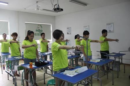 圣宠宠物美容学校25期:剪刀使用练习课程
