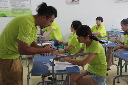 姜老师对学员练习中出现的问题一对一指导